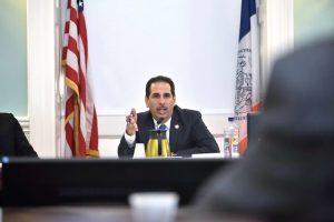 Concejo aprueba ley para proteger inmigrantes de 'carga pública