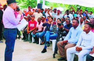 AZUA: Presidente Medina promete apoyo productores plátano y yuca