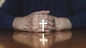 Iglesia NY remueve a sacerdotes implicados en casos abuso sexual