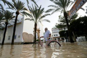 ESPAÑA: Nuevas evacuaciones en el sureste, donde remite tormenta