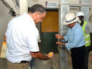 PUERTO PLATA: Agricultura inaugura procesadora alimentos para ganado