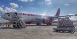 Santo Domingo recibe primer vuelo de nueva ruta de carga Miami-Bogotá
