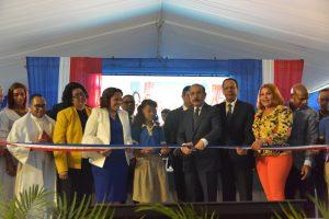 Medina inaugura dos escuelas en Santo Domingo Oeste