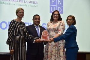 Ministerio de la Mujer y PNUD entregan sello de igualdad de género