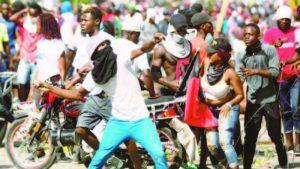 Gobierno condena violencia en protestas multitudinarias
