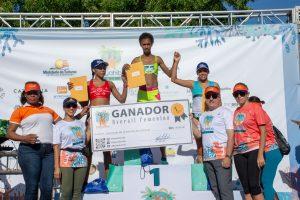 Maratonistas accionan en el Bayahibe 10k de La Romana