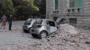 ALBANIA: Miles de personas pasan la noche al raso tras un terremoto