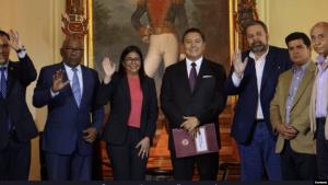 ¿Quiénes firmaron el acuerdo para un nuevo diálogo con Maduro?