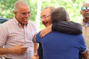 VILLA RIVA: Presidente Medina financia productores de cacao