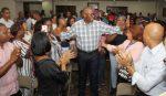 Alcalde Martínez recibe respaldo de la Confederación Juntas Vecinos SDE
