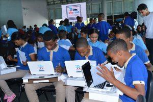 Minerd entrega de 22 mil laptops a estudiantes del nivel secundario