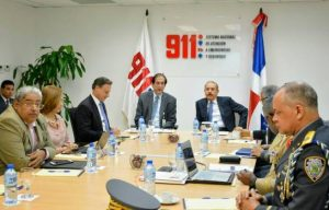 """Presidente Medina y funcionarios conocen """"avances y desafíos"""" del 911"""