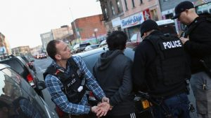 Fiscalía de NY demanda a ICE por arrestar a inmigrantes fuera de tribunales