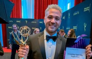 "Dominicano gana Emmy por la serie ""Creando Saturday Night Live"""