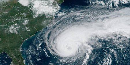 Huracán Humberto azota a Bermudas con vientos sostenidos de 120 mph