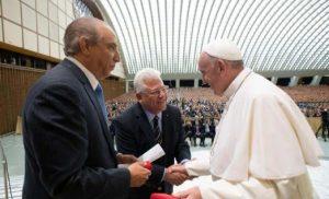Médicos de «Somos» Nueva York intercambian con el papa Francisco