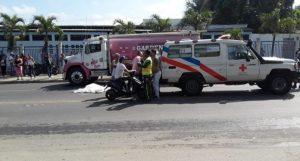 Mujer muere aplastada por camión