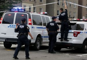 Hallan hombre muerto dentro de apartamento del Bronx