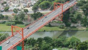 Hombre se lanza del puente Hermanos Patiño