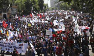 CHILE: Aumenta la presión de la calle con protestas más multitudinarias