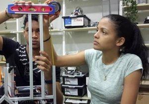 DUBAI: Estudiantes dominicanos participan en competencia robótica