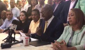 Alcalde de SDE denuncia el rival suyo  compró cientos de votos a RD$2,000
