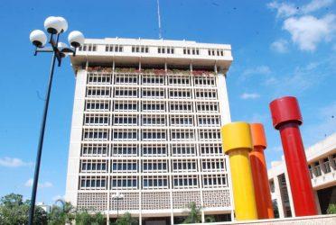 La economía dominicana cayó 7.5 % en el primer cuatrimestre, dice el BC