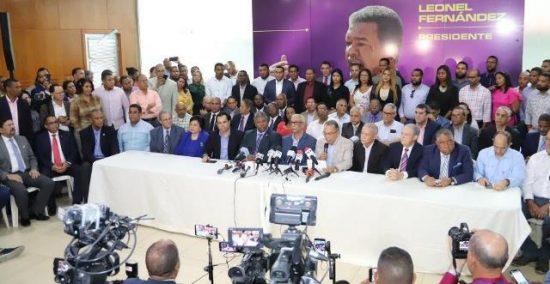 Trece secretarios se van del PLD para unirse a Leonel Fernández