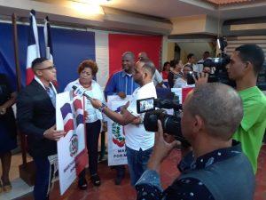 Coalición de pastores de SD Este marcha  por símbolos patrios