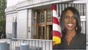 Arrestan a jueza y expolicía por fraude multimillonario