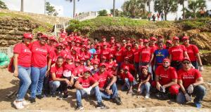 Personal de Scotiabank limpia playa Fuerte San Gil, en SD