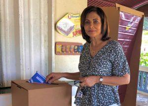 PUERTO RICO: Adelys Olivares gana nuevamente candidatura diputada