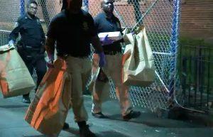 Hombre de 60 asesina hermano a puñaladas y se ahorca en N. York