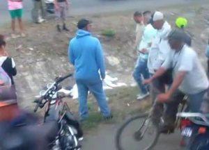 BONAO: Dos haitianos mueren arrollados por un auto en autopista Duarte