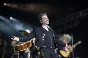 Alejandro Fernández deleitó en R.Dominicanaa sus seguidores