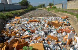 En Santiago canales de riego han sido convertidos en vertederos