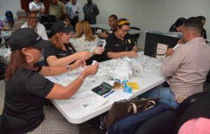 JCE inicia conteo manual de votos de las primarias en Santiago