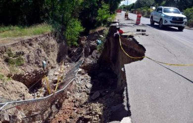 Piden intervenir puente se derrumbó en Santiago