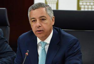 Ministro de Hacienda admite situación política afecta la economía de la RD