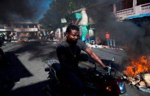 HAITI: Incendios y barricadas en inicio de nueva jornada protestas