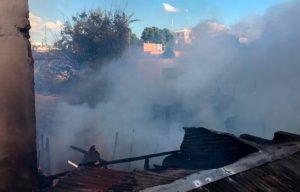 En Santiago fuego destruye cinco viviendas y afecta otras dos