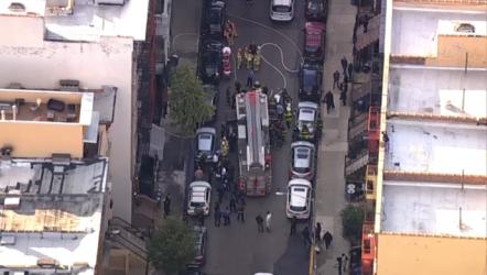 Bomberos descubren tres cadáveres en apartamento combatían incendio