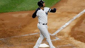 Yankees madrugan a Verlander y aún respiran en la Serie Mundial