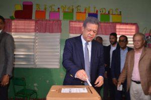 Leonel Fernández auguró  victoria «arrolladora» en las primarias del PLD