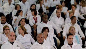 "EU restringe visados a funcionarios cubanos por ""explotación"" a médicos"