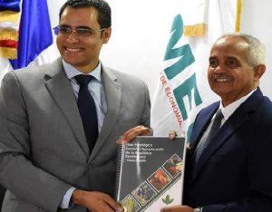 """Ministerio Economía recibe """"Plan Estratégico Sectorial Agropecuario"""""""