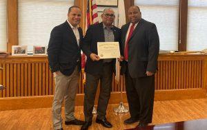 Lawrence declara Huésped Distinguido al periodista dominicano Rafael Santos