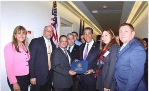 Congresista Adriano Espaillat reconoce estudiantes dominicanos