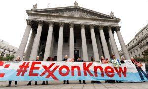 Activistas protestan contra Exxon Mobil ante Corte Suprema de Nueva York