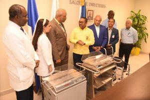 Consulado RD Miami dona básculas pediátricas a hospitales SDN